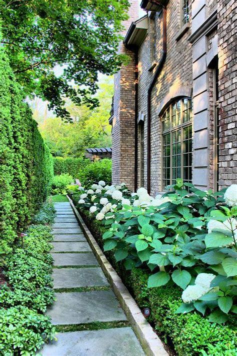 traditional garden design ideas 25 best side yard landscaping ideas on