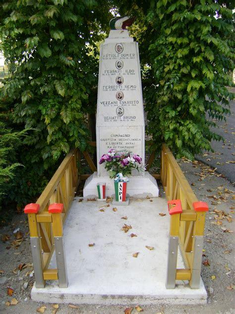 cortile di carpi cippo a 5 partigiani caduti a cortile di carpi pietre
