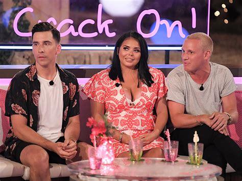 love island aftersun celebrity panel scarlett moffatt in tears over trolls comments after tv