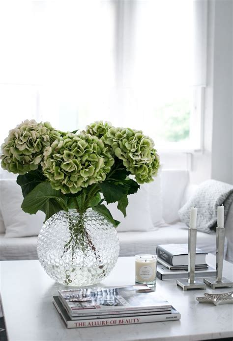 coffee table flower decorations best 25 coffee table styling ideas on pinterest
