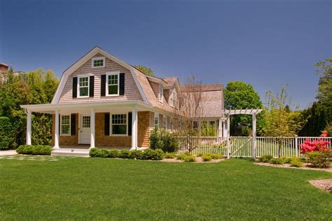 gambrel style house 20 exles of homes with gambrel roofs photo exles