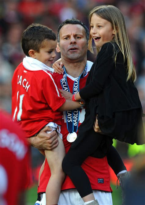 displaying 17gt images for ryan giggs girlfriend ryan giggs wife and kids celebrate manchester united