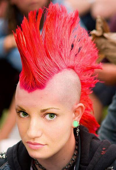 steal  attention  splashing  punk hairstyle