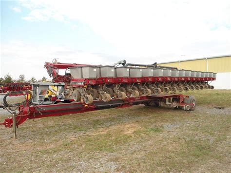 ih 1200 16 row pivot planter w no til coulters
