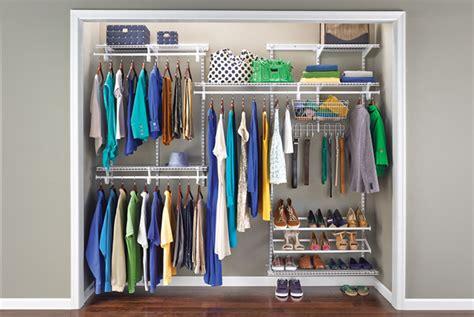 ordine armadio come mettere in ordine i vestiti nell armadio the
