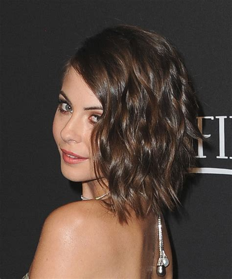 willa holland hair cut willa holland medium wavy hairstyle medium brunette mocha