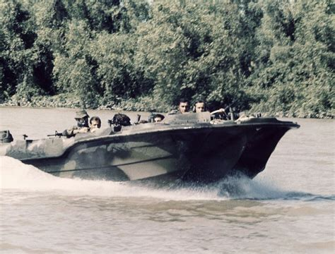 seal boat pbrs and stabs in vietnam with navy seals