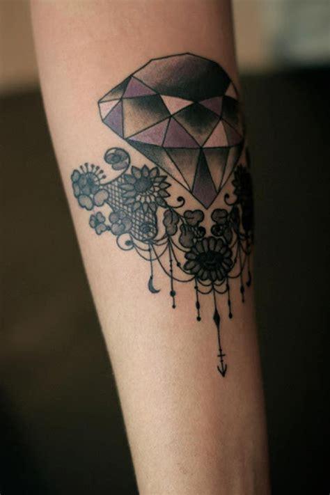 tattoo mandala dentelle elementos florais e renda nas tatuagens da francesa dodie