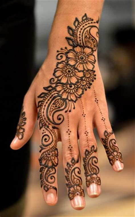 black henna tattoo on hand best 25 henna ideas on henna