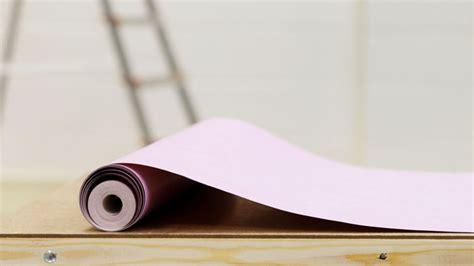Attrayant Vinyl A Coller Sur Meuble #6: coller-du-papier-peint-les-10-pieges-a-eviter_4558870.jpg