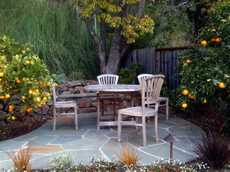 Small Patio Gardens by Small Patio Garden Design Ideas