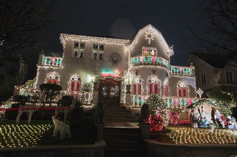 9 Gorgeous Christmas Displays From Dyker Heights The Lights In Dyker Heights