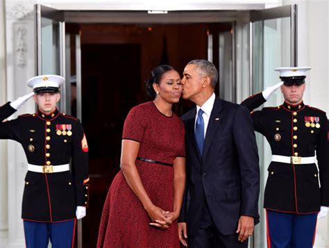 biografía corta de barack obama barack y michelle obama estrenan web y oficina en