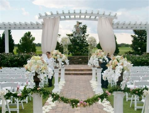 outdoor wedding decorating ideas for a pergola