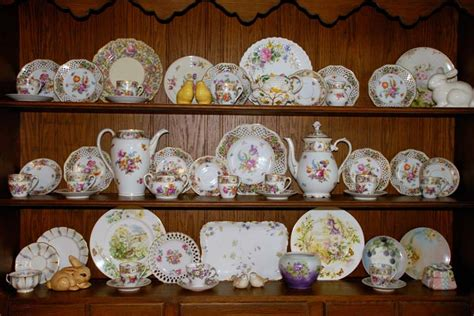 how to decorate a china with dishes displaying and decorating with china for the seasons and