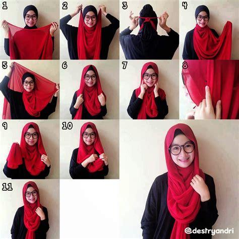 memakai jilbab pashmina modern