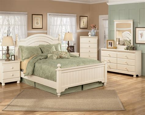 cottage retreat poster bedroom set by ashley furniture signature design by ashley cottage retreat full poster bed