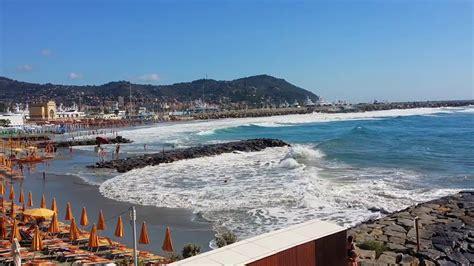 hotel porto maurizio imperia il mare e la spiaggia di porto maurizio imperia da hotel