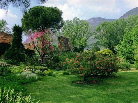 giardini di ninfa immagini il giardino di ninfa natura e paesaggio idee di viaggio
