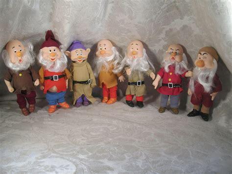 Figurine Snow White 7 Dwarfs Set vintage walt disney snow white seven dwarfs figurines ebay