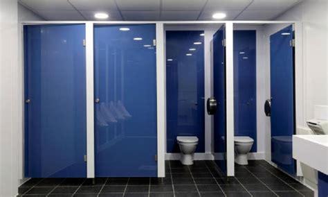 porte bagni pubblici vi siete mai chiesti perch 233 le porte dei bagni pubblici