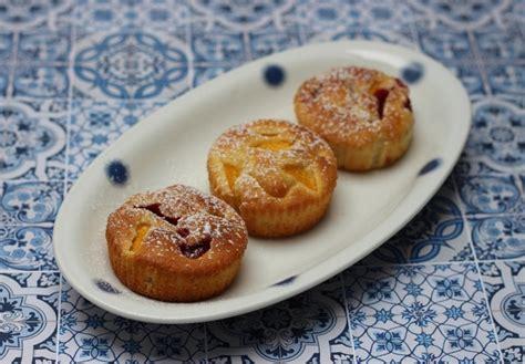 schwäbische kuchen kleine kuchen mit nektarine und erdbeeren