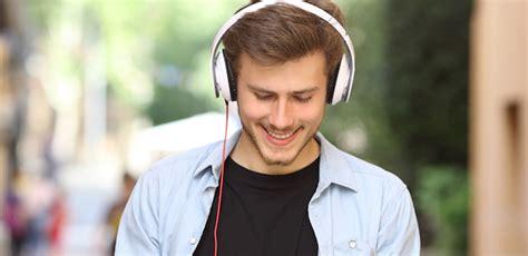 Mendengarkan Musik kesehatan pria bahaya terlalu sering mendengarkan musik