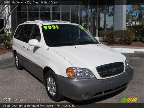 2005 Kia Sedona Ex Clear White 2005 Kia Sedona Ex Gray Interior