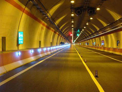 illuminazione gallerie stradali quadrilatero per il governo la frittata e fatta si
