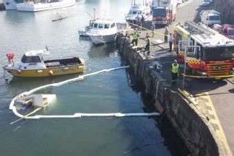 boat sinking wollongong harbour oil spill in wollongong harbour caused by sinking fishing