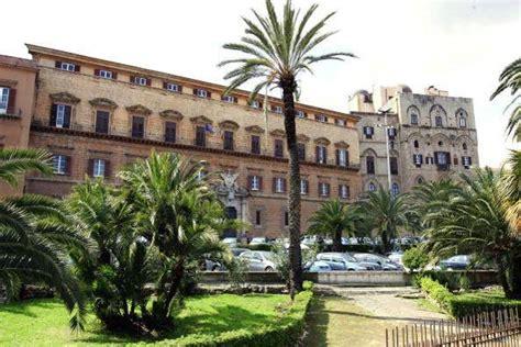 regione sicilia sede cos 236 la sicilia resiste ai tagli dei maxistipendi