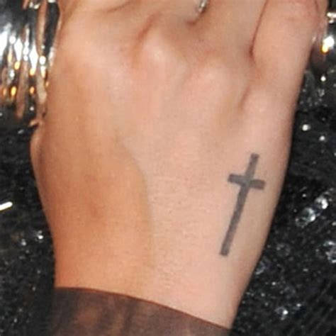 cross tattoo on a hand celebrity side of hand tattoos page 2 of 6 steal her