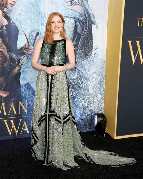 wars wa rug chastain in altuzarra the huntsman winter s war la premiere fashionsizzle