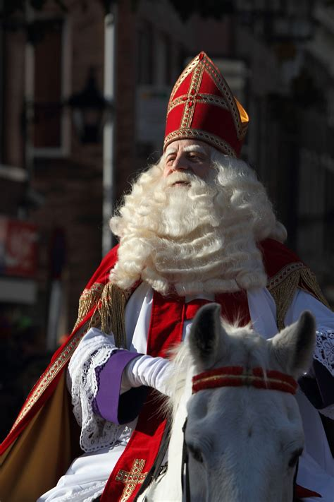 how to make pictures of santa claus and christmas tree sinterklaas