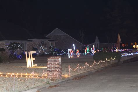 texarkana citizens go all with christmas lights synced
