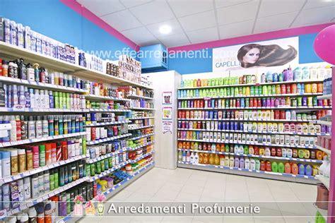 scaffali in legno per negozi arredamenti per profumerie e cosmetica effe arredamenti