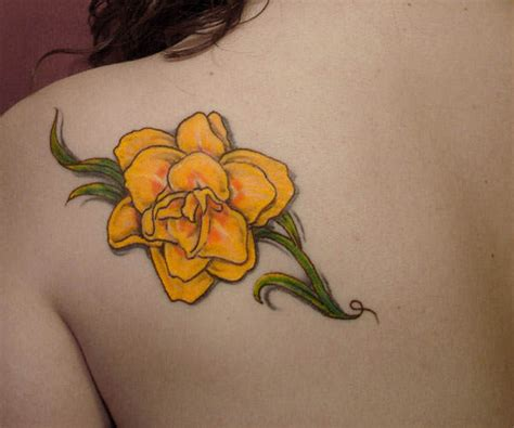 this bright yellow daffodil tattoo is a lovely way to