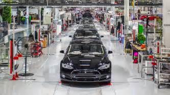 Tesla Fremont Elon Musk In War Of Words With Uaw Tesla Worker S