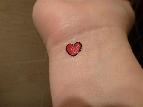red heart tattoo designs best 25 tattoos ideas on tat