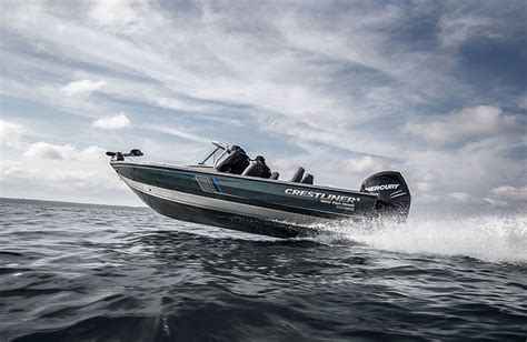 saltwater and freshwater boats what type of boat is right for you top 10 choices for