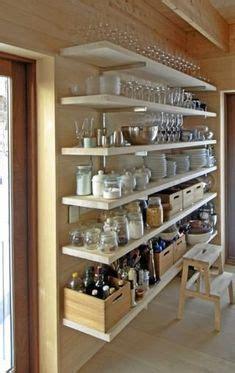 ideen speisekammer speisekammer tisch korb regale white decor