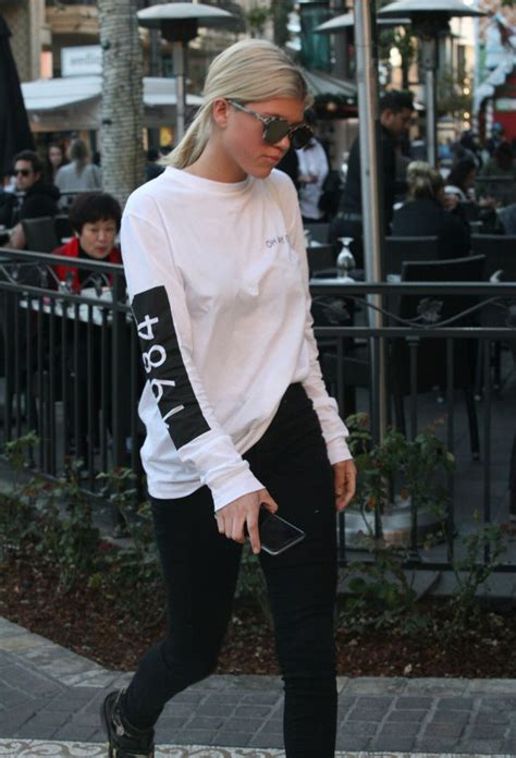 Sofia richie walk walk fashion baby pinterest sofia richie celebrity style and clothes