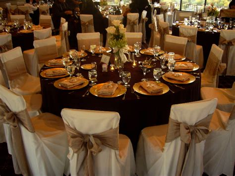 stunning round table setting beautiful wedding table setting chair covers bows my