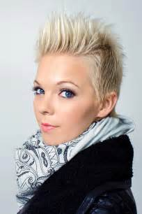 trendy hair salons in allen blonde kurzhaarfrisur freche pfiffige und flippige