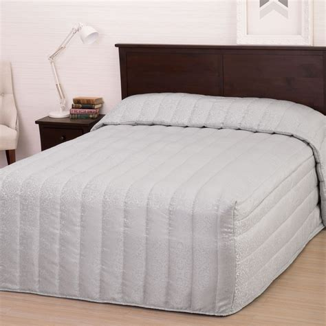 fitted bed coverlet bedspreads buy bedspreads online at queenb