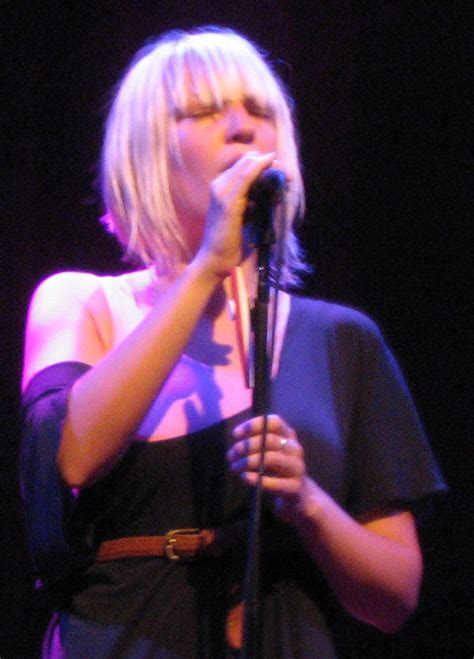sia musician wikipedia file sia furler in concert cropped jpg wikimedia commons