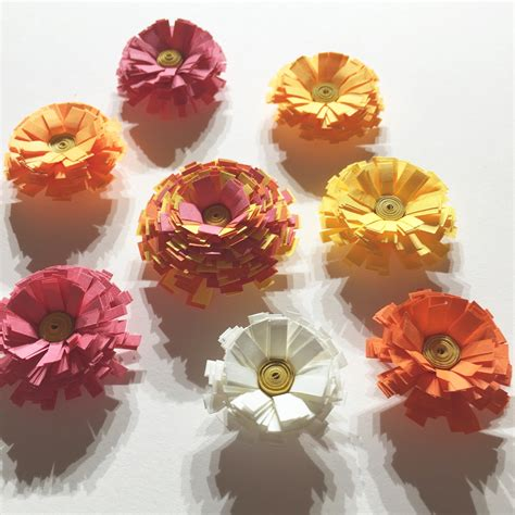 Paper Quilling Flower - 5 tutorials for paper quilling flowers