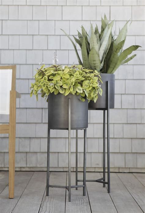 Planter Stands Indoors by Plant Stand Style With A Modern Twist