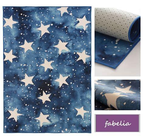 dänisches bettenlager teppiche teppich mit sternen teppich mit sternen hellblau weiss