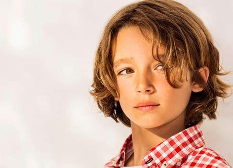 kinderfrisur junge lange haare